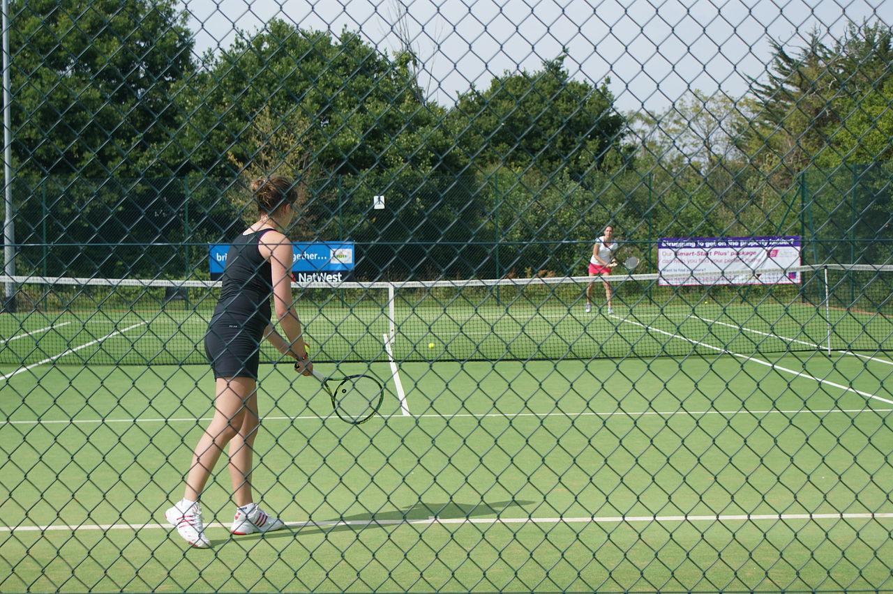 Copyright Editor5607, https://commons.wikimedia.org/wiki/File:Island_Games_2011_women's_tennis_at_Ryde_Lawn_Tennis_Club_Isle_of_Man_vs_Jersey_2.JPG
