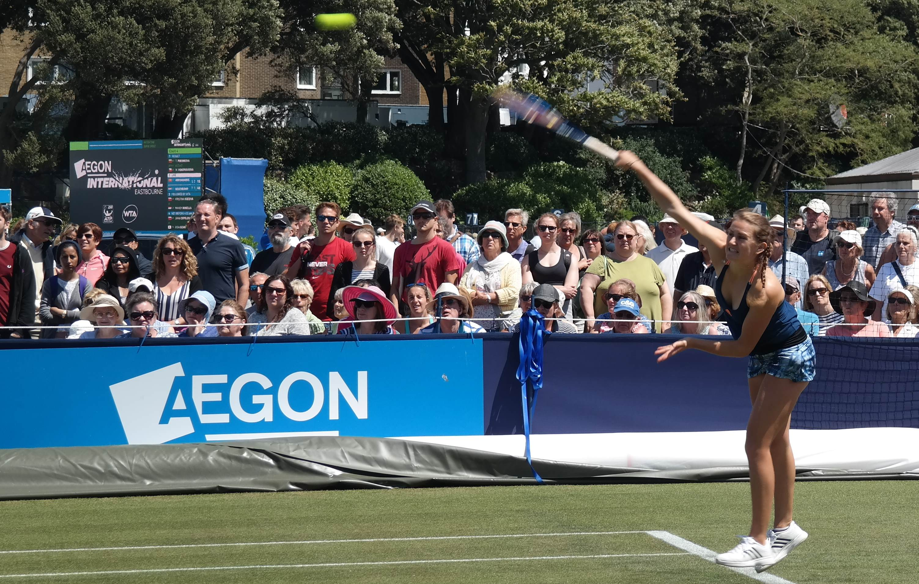 Katy Dunne serving at Aegon International Eastbourne 2017
